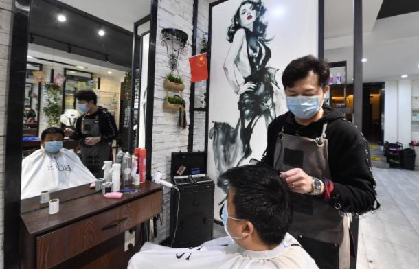 去理发店剪头怎么预约?